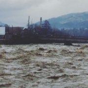 На Прикарпатті оголошено штормове попередження: очікуються сильні зливи та вихід річок у заплави