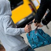 Вночі у Франківську зловмисник поцупив сумочку в перехожої