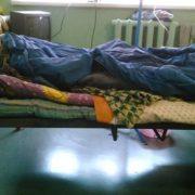 """""""Страшенний сморід та хамовитий персонал"""": українка поділилась жахливими фото умов в одній з інфекційних лікарень де лікують дітей"""