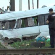 Автобус на франківських номерах зіткнувся з потягом, Двоє загинуло, сім госпіталізованих(ВІДЕО)
