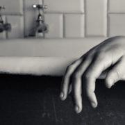 Наповнив ванну водою та кинув туди включений фен, Студент із Франківська за власним бажанням покінчив із життям