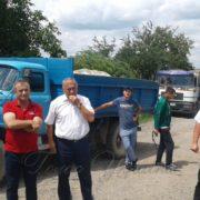 Обурені інтенсивним рухом вантажівок прикарпатці блокують дорогу Городенка — Заліщики
