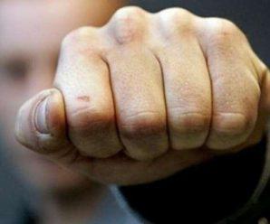 """""""Я русский…"""": У Кривому Розі розлючений чоловік з кулаками та криком накинувся на журналіста"""