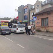 """В Івано-Франківську """"мерс"""" на переході збив пішохода (Фото)"""