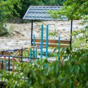 Через сильні дощі на Прикарпатті річки виходять з берегів: у Болехові затопило дороги та подвір'я. ФОТО, ВІДЕО