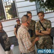 Збирали гроші на армію: у середмісті затримали двох аферистів (фото)