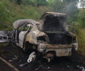 У Калуші вогонь за кілька хвилин знищив авто – водій травмований. ФОТО