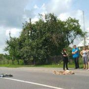 На Львівщині п'яний депутат зачепив маршрутку, вилетів на узбіччя і вбив велосипедистку