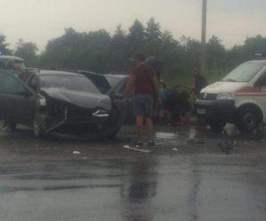 Відомі подробиці серйозної ДТП в Франківську за участі трьох легкових автомобілів, є травмовані (фоторепортаж)