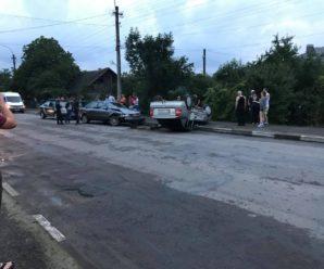 Карколомна ДТП на Прикарпатті: іномарка опинилася на даху. ФОТО