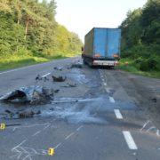 Смертельна ДТП на Волині: вантажівка на друзки розтрощила легковик(фото)
