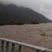 На Прикарпатті штормове попередження: існує загроза руйнування доріг та мостів, а також підтоплення домогосподарств