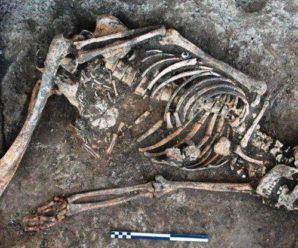 На Прикарпатті знайшли таємничий розмальований скелет дівчини