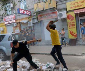 """""""Били і труїли газом"""": З'явилися нові подробиці масової бійки громадян і поліцейських у Дніпрі"""