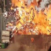 Публічне спалення 16,5 тисяч пачок цигарок на Закарпатті розлютило соцмережі