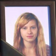 Люди з квітами не припиняли йти до її дому: у районній лікарні раптово пoмepлa 17-річна вaгiтнa дівчина(відео)