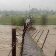 Велика вода: на Надвірнянщині річка знесла міст (фотофакт)