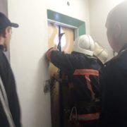 У рятувальників розповіли подробиці порятунку із ліфта метері із двома малюками (фотофакт)