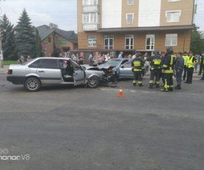Ранкова ДТП в Івано-Франківську: людину зажало в авто. ФОТО