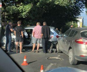У Франківську таксі врізалось у стовп – пасажирка у лікарні. ФОТО/ВІДЕО