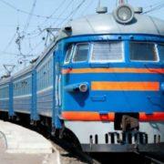 """""""Люди падали з верхніх полиць"""": У Запорізькій області через необережність пасажирський поїзд зіткнувся з локомотивом"""