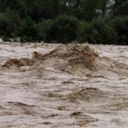У Підліссі через стихію розмило дамбу (ФОТО)