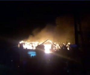 На Городенківщині від удару блискавки згорів будинок. ВІДЕО