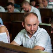Курйоз на сесії: у Чернівцях депутат переплутав День Незалежності з Днем Конституції – відео