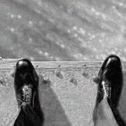 Ледь не стрибнув. На Прикарпатті патрульні врятували самогубцю (відео)