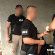 На Прикарпатті на хабарі затримали лейтенанта поліції. ФОТО