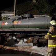 На Галичині посеред дороги перекинулася цистерна з дизпаливом (ФОТО)