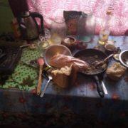 На Городенківщині сім'я з шести людей тісниться в брудній кімнаті. ФОТО