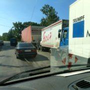 На Прикарпатті, на підйомі зіткнулись одразу три вантажівки (ФОТО)