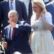Путін подарував австрійському міністру масловитискачку