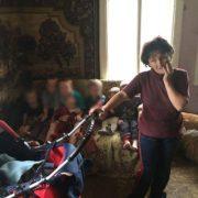 На Надвірнянщині горе-матір можуть позбавити батьківських прав через безлад та антисанітарію. ФОТО