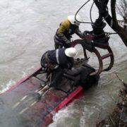 Одного з пасажирів досі шукають: на Косівщині водій, переїжджаючи вбрід річку, перекинув автомобіль