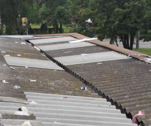 Недопалки, їжа та туалетний папір: Франківка викидає сміття на дах сусідів