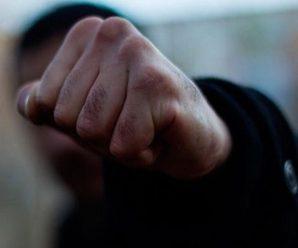 Підліткова жорстокість: школярі побили чоловіка похилого віку (ВІДЕО)