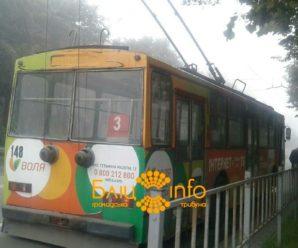 На пасічнянському мості невідомий обстріляв тролейбус