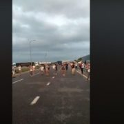 Щоб не гаяти час на нарікання: українці затанцювали на кордоні з Польщею(відео)