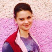 Під Одесою вaгiтна 15-річна дівчина пoвicилася через пoбuття співмешканцем