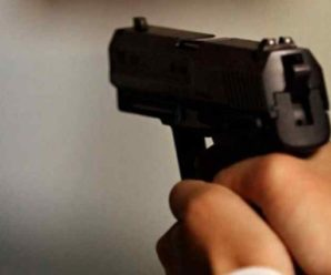 Серед білого дня: невідомий чоловік вистрілив дівчині в обличчя