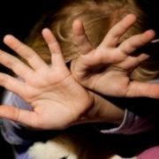 На  Прикарпатті вітчима з матір'ю підозрюють у жорстокому побитті дитини