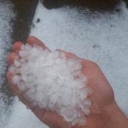 Після снігу, дощу та граду в Яремче підтопило присадибні ділянки та житлові будинки (відео)