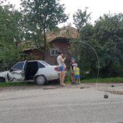 ДТП на Прикарпатті: при зіткненні двох легковиків автомобіль злетів з дороги