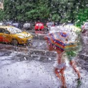 Грози, шквал, град: на Прикарпатті оголосили штормове попередження