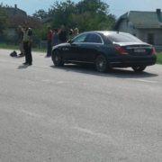 Неподалік Франківська, на пішохідному переході, елітна іномарка збила юнака (фотофакт)
