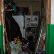 Прoлежав близько двох тижнів: у закинутій квартирі виявили тіло чоловіка