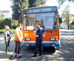 В Івано-Франківську невідомі обстріляли тролейбус з травматичної зброї