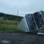 На Прикарпатті внаслідок ДТП мікроавтобус перекинувся на бік (ФОТО)